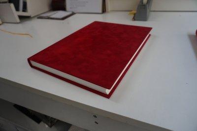 Donker rood sint boek